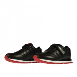 BLACK SNEAKER WITH RED DETAILS