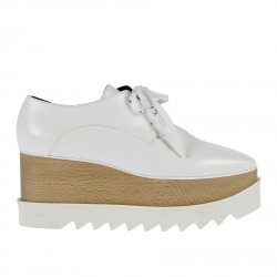 WHITE LEATHER LACE SHOE WITH CONTRASTING SOLE