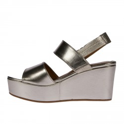 GOLD WEDGES WITH HEART DETAILS
