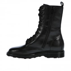 BLACK LOW BOOT WITH EYELETS DETAILS