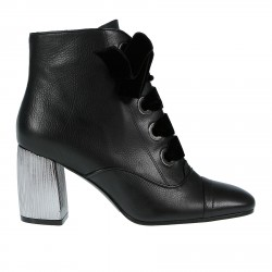 BLACK ANKLE BOOT WITH VELVET LACES