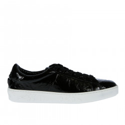 BLACK PATENT LEATHER WITH CONTRASTING SOLE