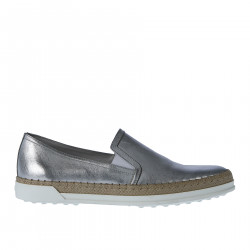 SILVER LEATHER SLIP ON WITH RAFFIA INSERT