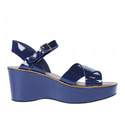 BLUE PATENT LEATHER SANDAL WITH WEDGE