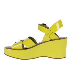 YELLOW PATENT LEATHER SANDAL WITH WEDGE