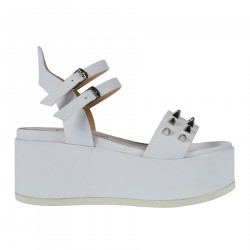 WHITE WEDGE SHOE WITH STUDS