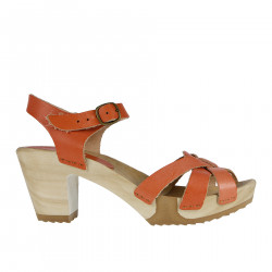 PINK SALMON LEATHER AND WOOD SANDAL