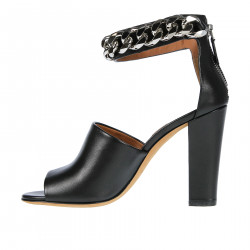 BLACK SANDAL WITH CHAINS