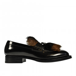 BLACK LEATHER MOCASSIN WITH FUR INSERT