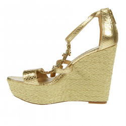 GOLD WEDGE WITH PENDENT