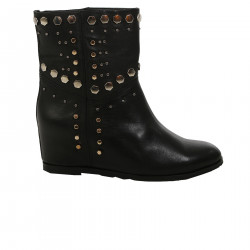 BLACK LOW BOOT WITH STUDS