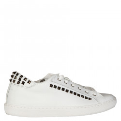 WHITE SNEAKER WITH STUDS