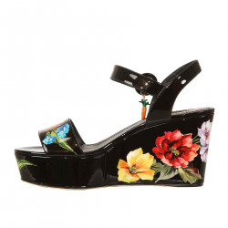 BLACK PATENT LEATHER FLORAL WEDGE SHOE