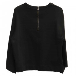 BLACK SWEATSHIRT WITH PIN