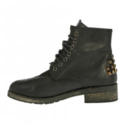 BOOT WITH STUDS