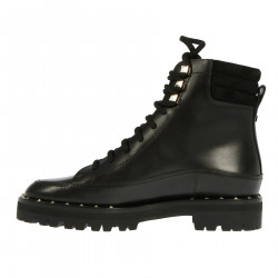 BLACK BOOT WITH STUDS