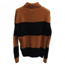 BROWN AND BLACK SWEATER
