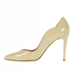 NUDE PATENT LEATHER DECOLLETE