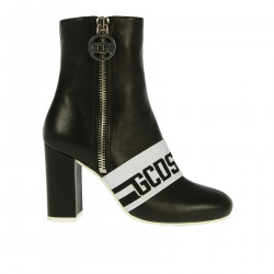 BLACK BOOT WITH WHITE DETAIL
