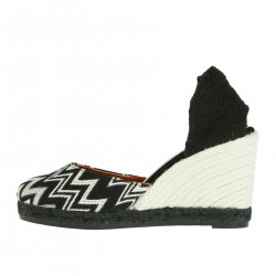 WEDGE SHOE WITH ZIG ZAG DETAILS