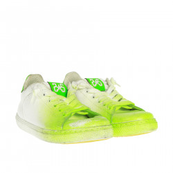 WHITE AND GREEN SNEAKER