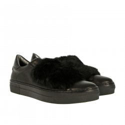 BLACK SNEAKERS WITH RUBBIT FUR