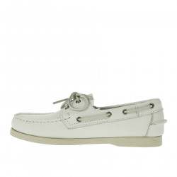 WHITE MOCCASIN