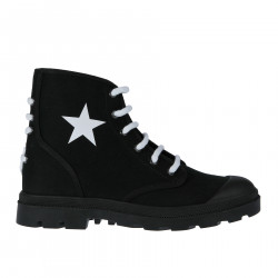 BLACK LOW BOOT WITH CONTRASTING LACES